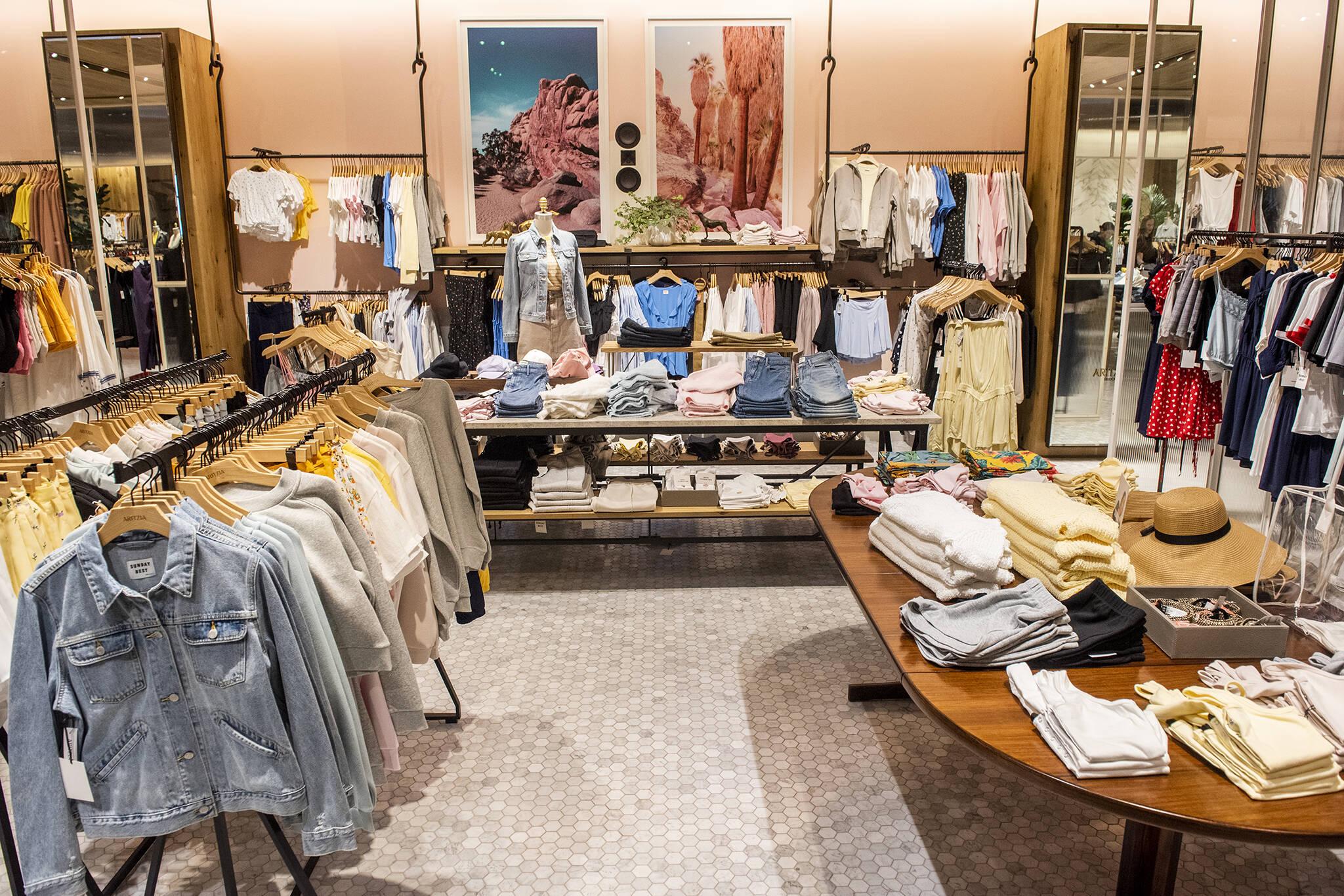aritzia stores open