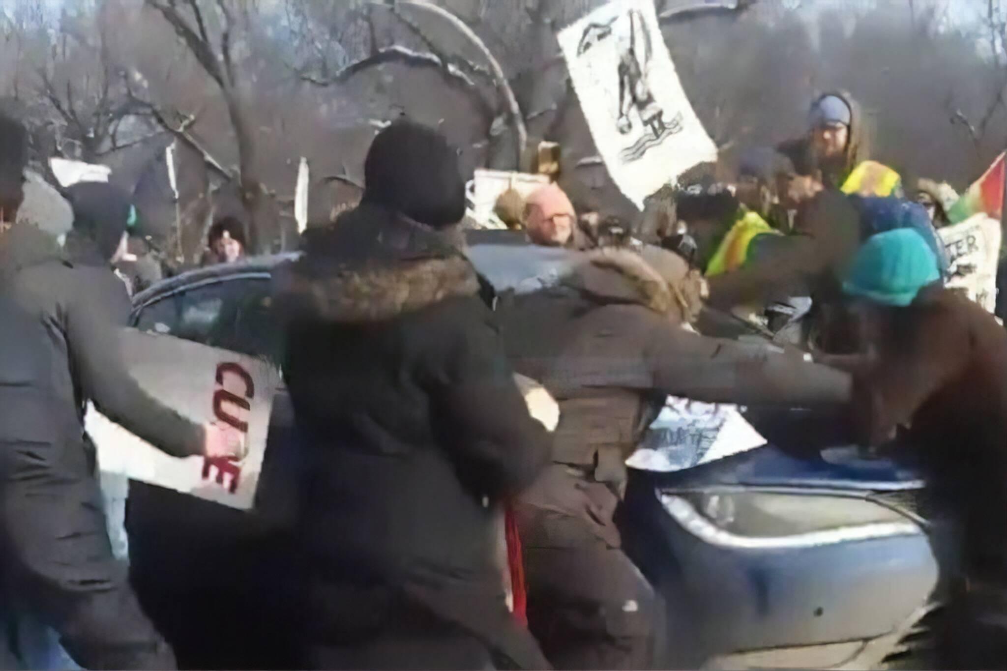 wetsuweten protest