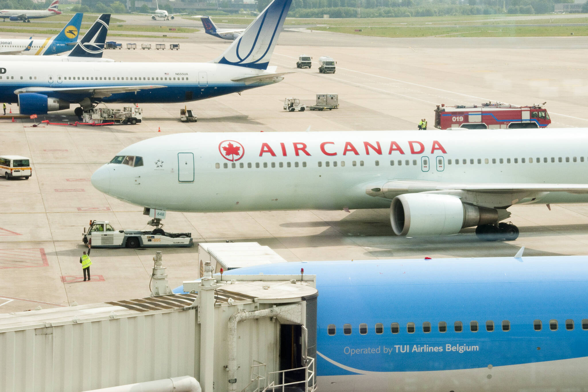canadians flying to us